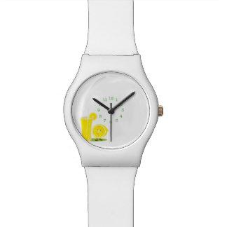 レモネードの微笑レモンそしてガラス 腕時計