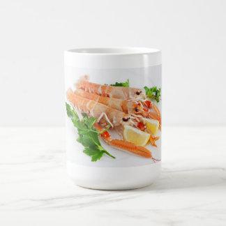 レモンおよびパセリを持つ車海老 コーヒーマグカップ
