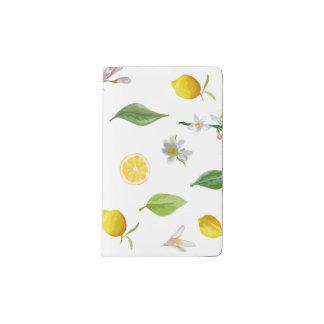レモンおよびMoleskine花のジャーナル ポケットMoleskineノートブック