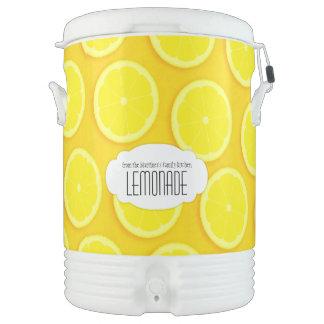 レモンパターン(の模様が)あるなレモネードの黄色の名前のクーラー ドリンククーラー