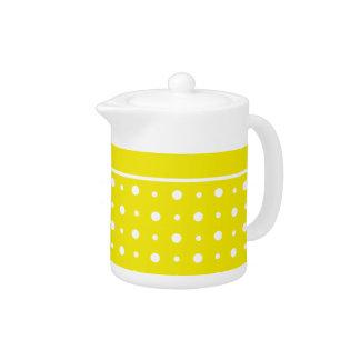 レモン色のティーポット、白い水玉模様