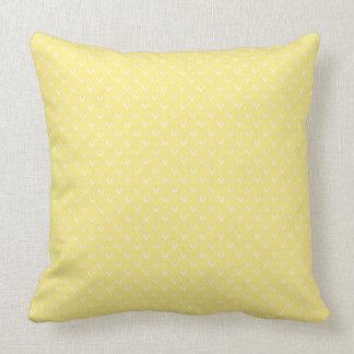 レモン色の模造のな表編みパターンの白 クッション