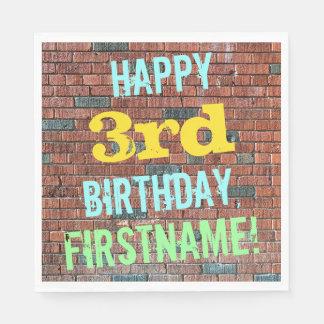レンガ壁の落書きによってインスパイア第3誕生日 + 名前 スタンダードランチョンナプキン