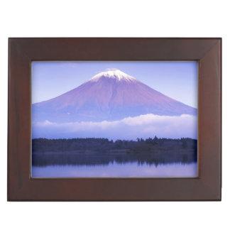 レンズの雲、Motosu湖が付いている富士山、 ジュエリーボックス