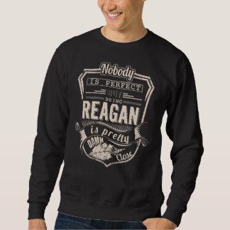 レーガンかわいらしいですであることは。 ギフトの誕生日 スウェットシャツ