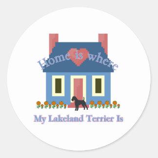 レークランドテリアの家はあります ラウンドシール