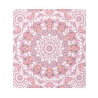 レース、抽象的な赤、ピンク、白い曼荼羅のバスケット ノートパッド