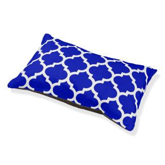ロイヤルブルーの白いモロッコのクローバーパターン#5