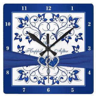 ロイヤルブルー、その後ずっと幸福に白い花のハート スクエア壁時計