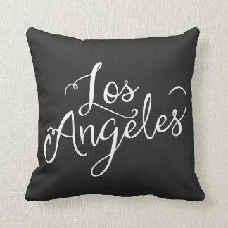 ロサンゼルスのシックな白黒タイポグラフィ クッション