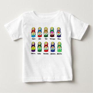 ロシアのなネスティング人形(Matryoshka) ベビーTシャツ