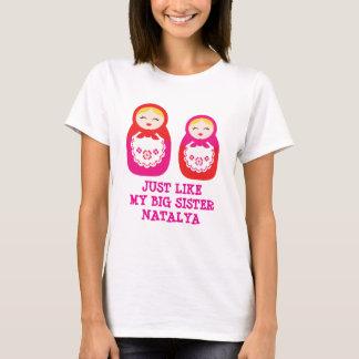 ロシアのな姉妹の人形のピンクはTシャツを個人化します Tシャツ