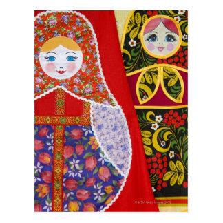 ロシア人のMatryoshkaの人形の絵画 ポストカード