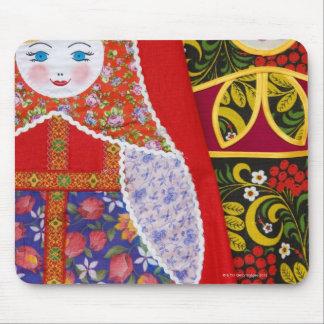 ロシア人のMatryoshkaの人形の絵画 マウスパッド