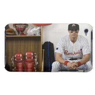 ロッカーに坐る野球選手のポートレート Case-Mate iPod TOUCH ケース