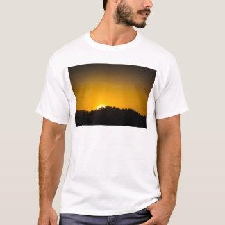 ロッキー山脈の日没 Tシャツ