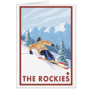 ロッキー山脈- Downhhillの雪のスキーヤー カード