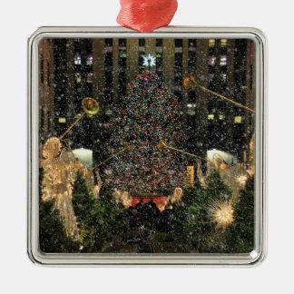 ロックフェラーの中心のクリスマスツリー、天使、雪 メタルオーナメント