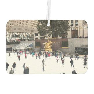ロックフェラーの中心のリンクのアイススケーターのクリスマスNYC カーエアーフレッシュナー