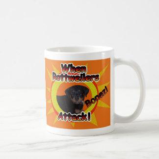 ロットワイラーの子犬がマグを攻撃する時 コーヒーマグカップ