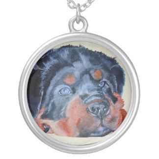 ロットワイラーの子犬のポートレート シルバープレートネックレス