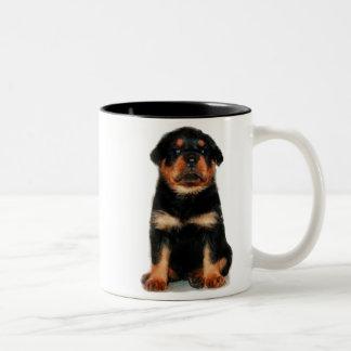 ロットワイラーの子犬のマグ ツートーンマグカップ