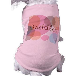 ロットOはピンクおよび青名前入りなペット布に点を打ちます ペット服