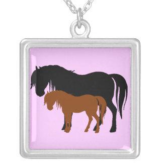 ロバ及び子馬のシルエット シルバープレートネックレス