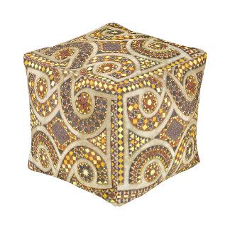 ロマネスク様式の金ゴールドのモザイク模様 プーフ