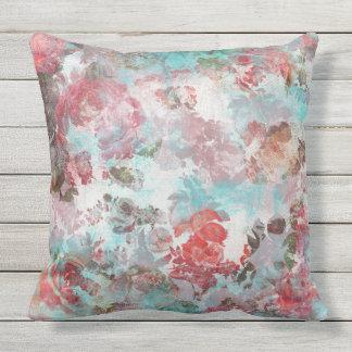 ロマンチックでシックなピンクの花のティール(緑がかった色)の水彩画パターン アウトドアクッション