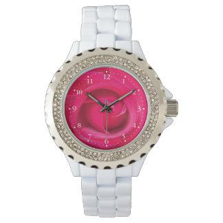 ロマンチックで赤いピンクのバラ 腕時計