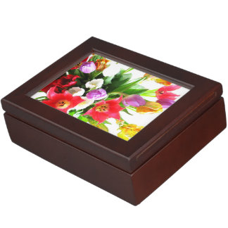 ロマンチックなチューリップによっては花パターンが開花します ジュエリーボックス