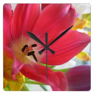 ロマンチックなチューリップの花の時計 スクエア壁時計