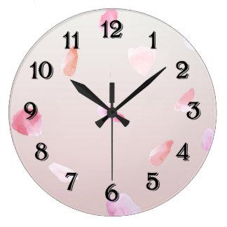 ロマンチックなバラの花びら ラージ壁時計