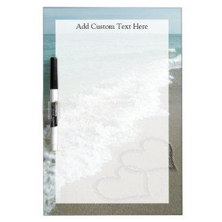 ロマンチックなビーチのハート ホワイトボード