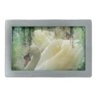 ロマンチックな湖の水泳の白い白鳥 長方形ベルトバックル