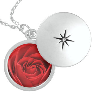 ロマンチックな赤いバラのネックレス ロケットネックレス