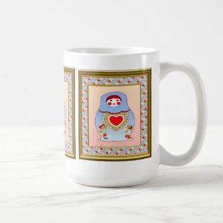 ロマンチックなmatryoshkaの人形 コーヒーマグカップ