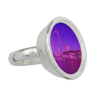 ロンドンのショッキングピンク 指輪