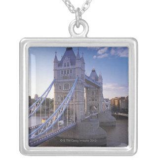 ロンドンのタワー橋 シルバープレートネックレス