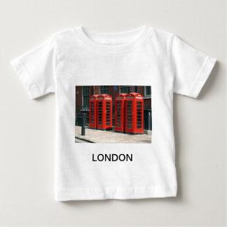 ロンドンの赤い電話ボックス ベビーTシャツ
