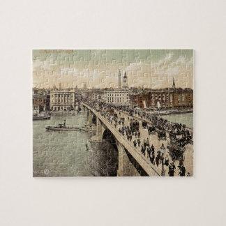 ロンドン橋のヴィンテージの郵便はがき ジグソーパズル