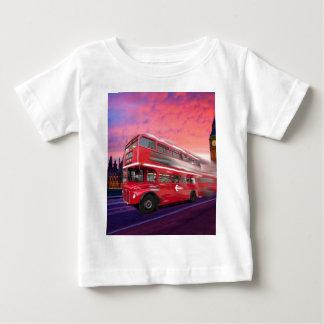 ロンドン赤いバスおよびビッグベン ベビーTシャツ