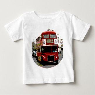 ロンドン赤いバスRoutemasterバス ベビーTシャツ