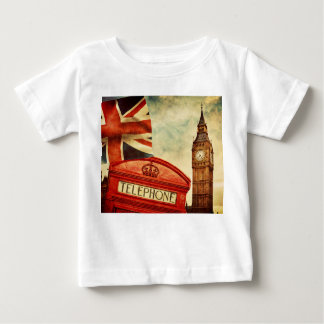 ロンドン、イギリスの赤い電話ボックスそしてビッグベン ベビーTシャツ