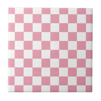 ローズピンクのチェッカーボード タイル