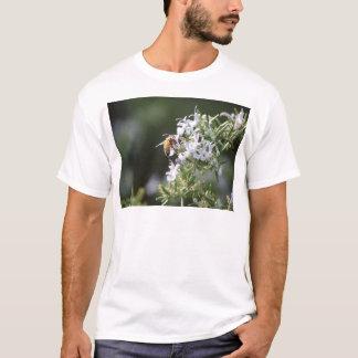 ローズマリーの植物の蜂 Tシャツ