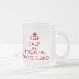 ロードアイランドの平静そして焦点を保って下さい フロストグラスマグカップ