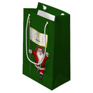 ロードアイランドの旗を持つサンタクロース スモールペーパーバッグ