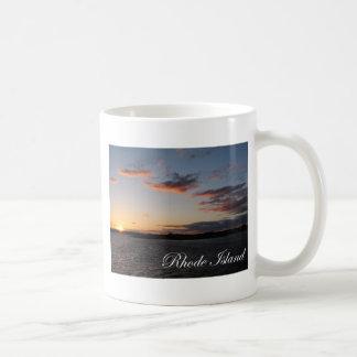 ロードアイランドの日没 コーヒーマグカップ